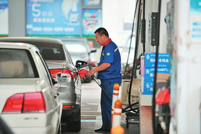 油价迎年内最大幅上调 加一箱汽油大约多花10.5元
