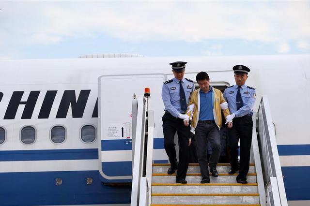 """山西警方缉捕一""""红通""""犯罪嫌疑人 非法转移1亿余元"""