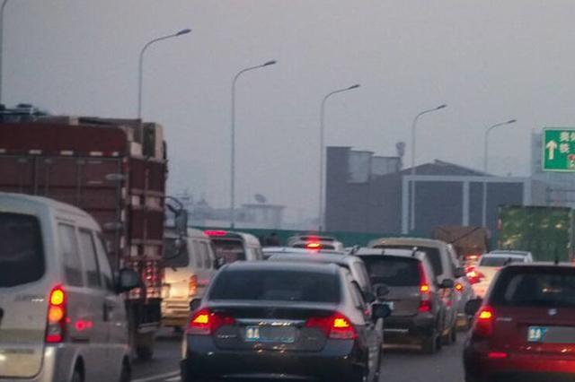 青银高速薛公岭路段拥堵频发 路面修复持续到本月底