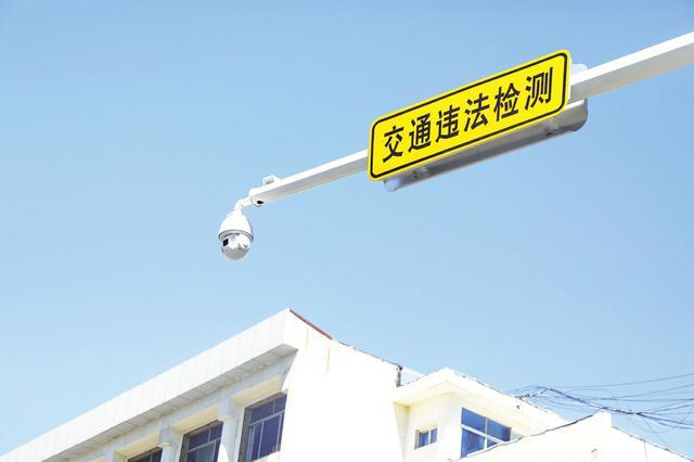 """阳城县首批""""机器人巡警""""上岗 24小时360度抓拍违停"""