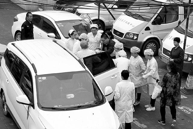 太原:产妇车内分娩医护人员合力救助 确保母子平安