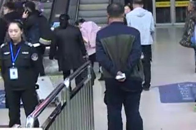 """视频丨太原两男子携带毒品被查获后称是""""脚气粉"""""""