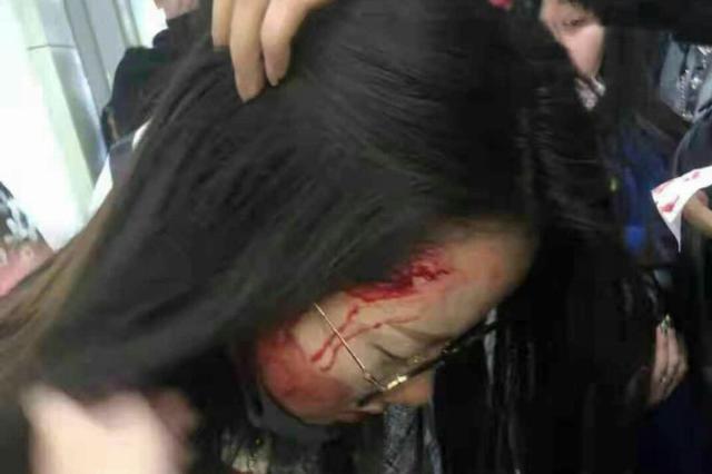 """汾西矿业回应""""上访女性被打伤"""":被碎玻璃划破"""