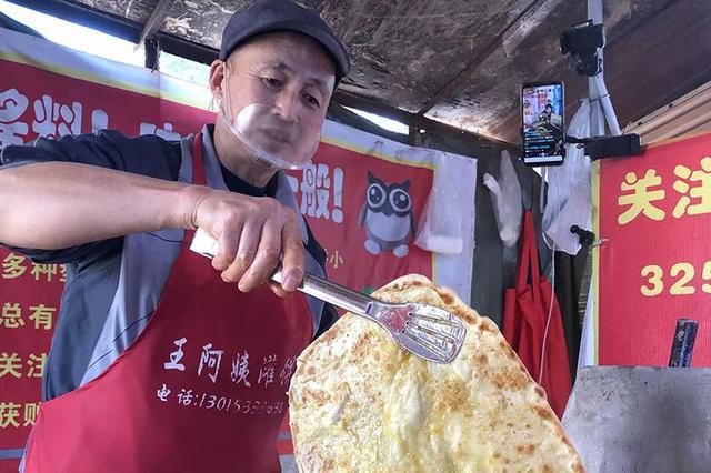 晋中一51岁大叔直播卖鸡蛋灌饼成网红 月入4万