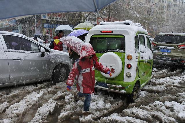 山西警方发布冬日出行提示 雨雪天气须严格控制车速