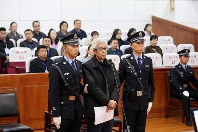 山西扶贫办原主任刘昆明受审 涉嫌受贿1039万