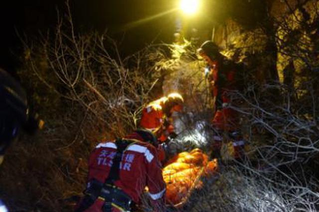 """太原一""""飞友""""高空坠落山顶 经12小时救援发现尸体"""