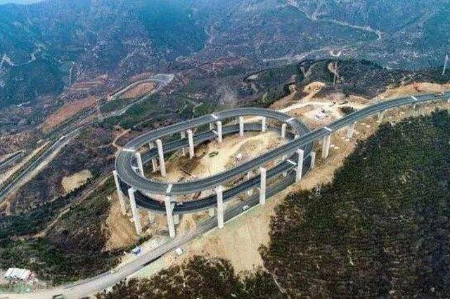 视频丨航拍:天龙山旅游公路造型独特 成新晋网红