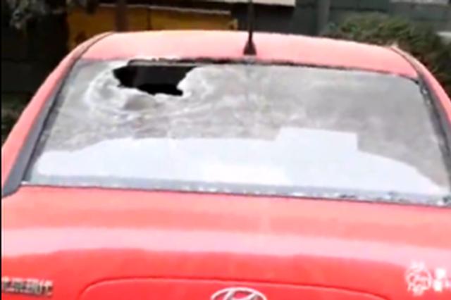 视频丨运城一男子车位被占拍砸车视频发业主群