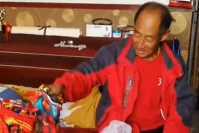 视频丨太原7旬退休教师10年坚持赤脚跑百场马拉松