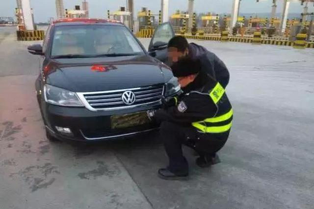 朔州:司机迷彩布遮挡号牌 侥幸操作被查丢12分