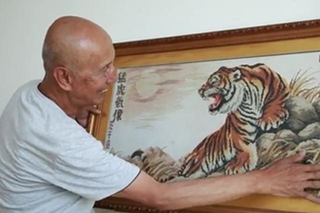 视频丨山西一八旬老人10年绣63幅巨型十字绣