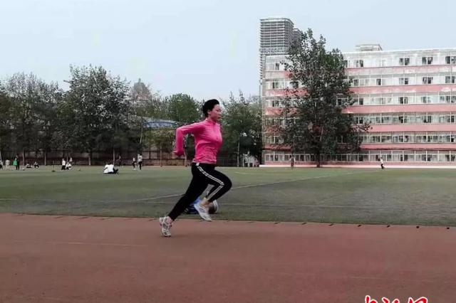 太原:24年 残疾女孩一路奔跑成就金色人生