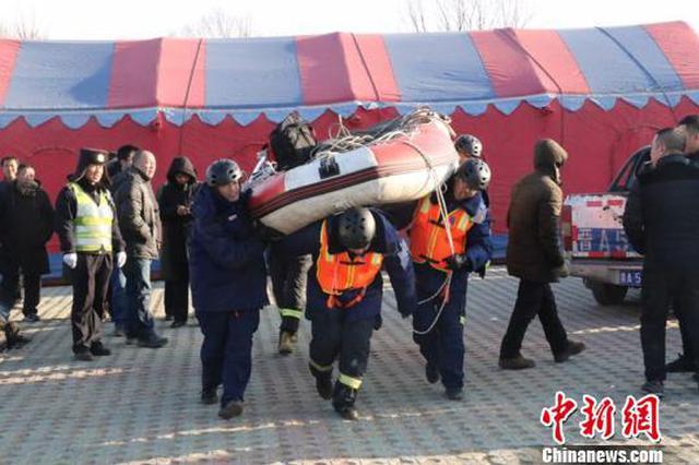 宁武一轿车结冰湖面漂移落水致3人死亡 司机被刑拘
