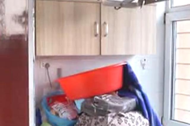 """视频丨太原一小区管道被冻导致居民家中成""""水帘洞"""""""