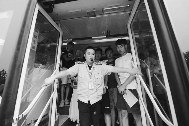 太原公交老司机教你乘公交5种应急逃生招式