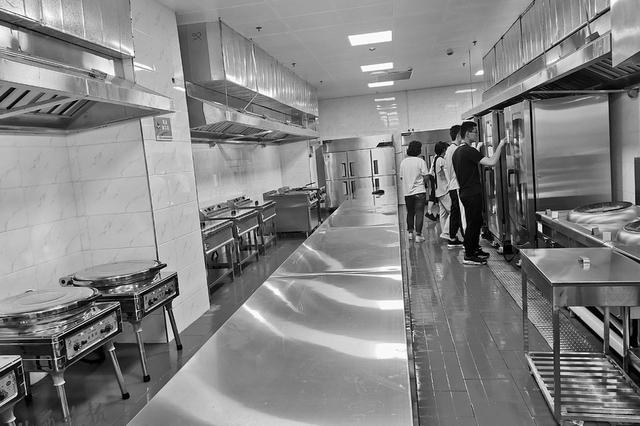 二青會餐廳可吃到山西面食 掃碼對食材進行跟蹤管理