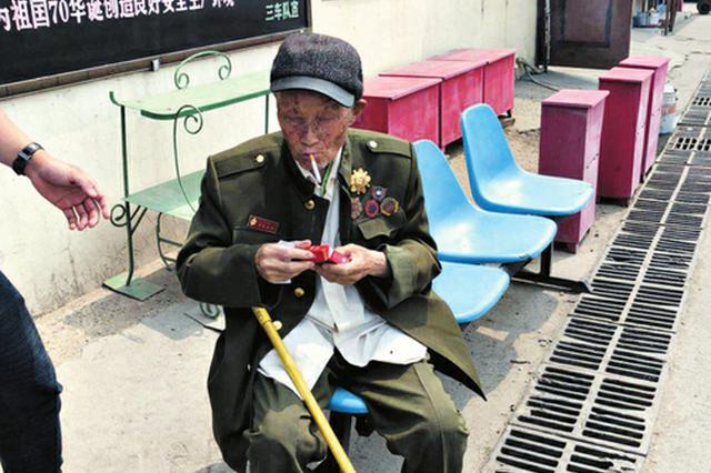 太原百歲老人獨自坐公交車 司機交接后開私家車護送