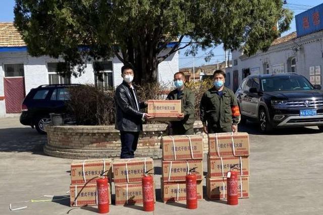 """山西""""90后""""退役军人捐赠消防器材 教学火场自救"""