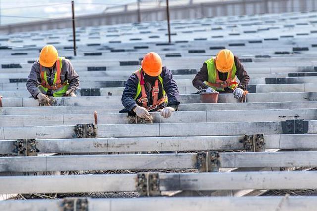 山西运城机场航站楼扩建工地加紧施工(组图)
