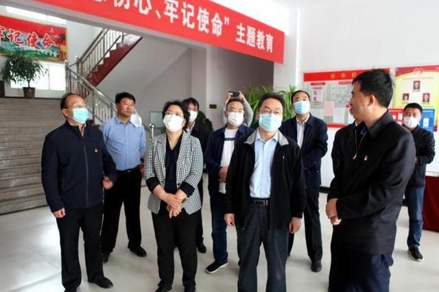 省工信厅党组书记、厅长朱鹏在岚县开展帮扶调研