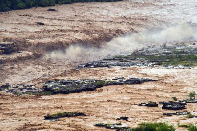 山西壶口瀑布景区受洪峰影响暂时关闭