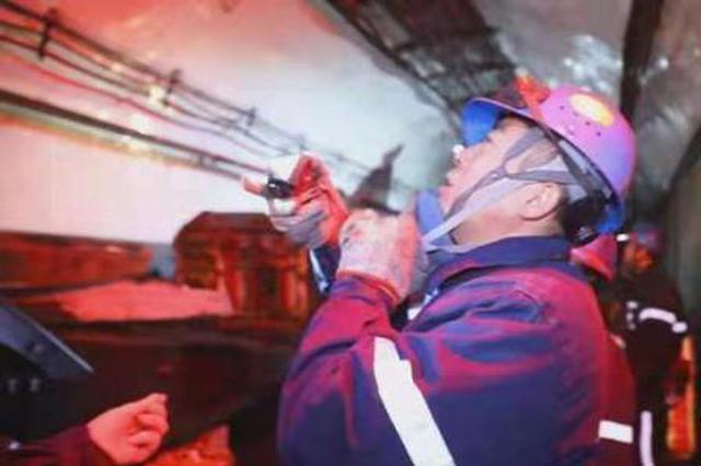 """山西矿工的""""井下年"""":守护巨龙下潜 保障煤电供应"""
