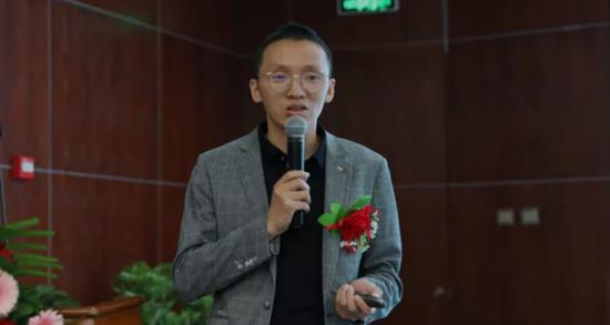 新中源陶瓷營銷總經理陳勤顯作專題演講