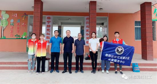 尧都区社区戒毒社区康复服务中心与乔李镇政府在乔李中学共同开展禁毒宣传教育活动