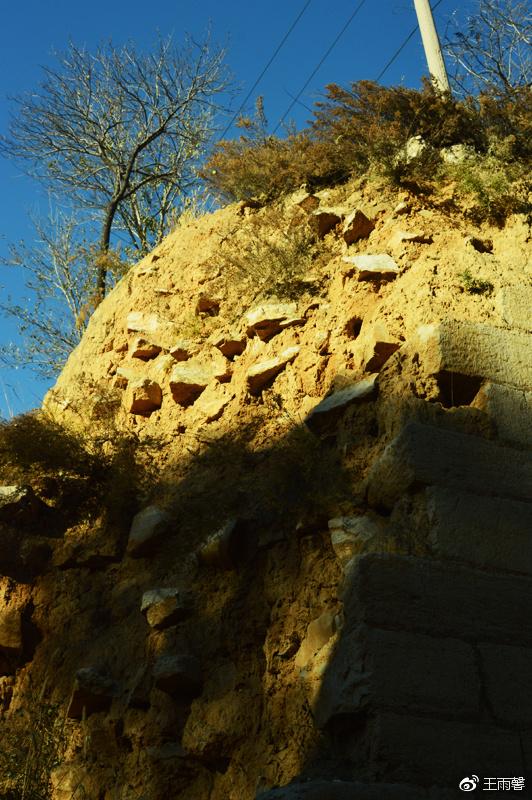 破残的城墙,但依然坚固。