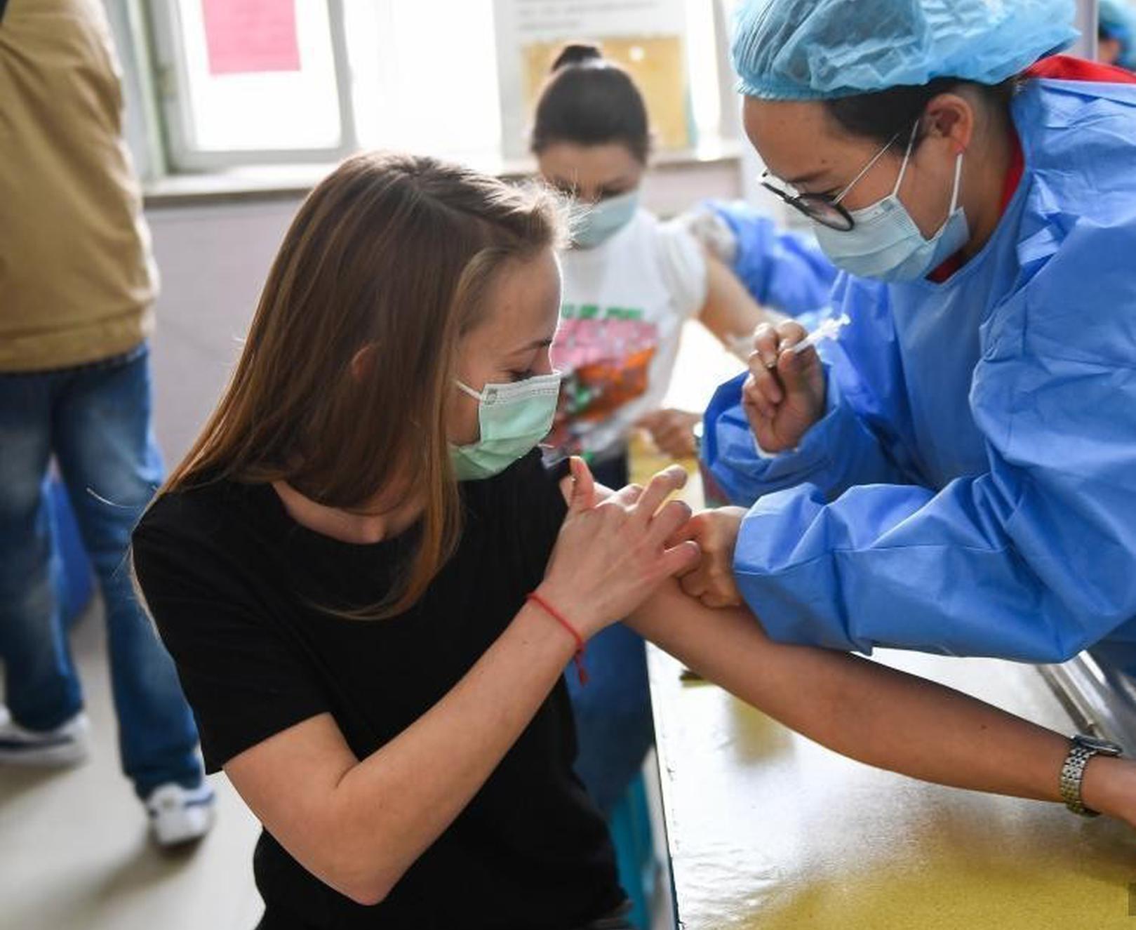 山西太原:外籍人士接種新冠疫苗