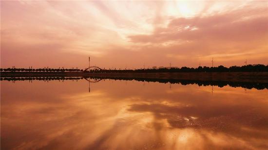 运城盐湖日落景观 摄影:郝智祥