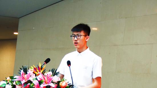 学生代表:2015级视觉传达设计班刘顺同学发表创作感言