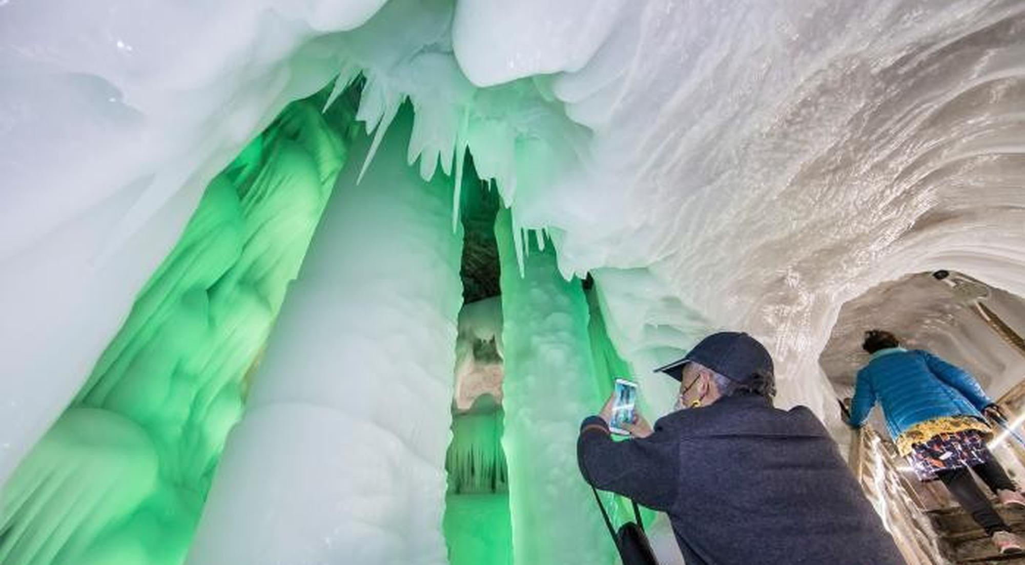 山西300万年冰洞似水晶宫殿 与千年活火山比邻而居