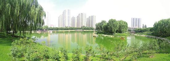 太原学府公园的景色令人陶醉。 本报记者 王龙飞 摄