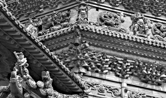 广胜寺飞虹塔精美的琉璃装饰。