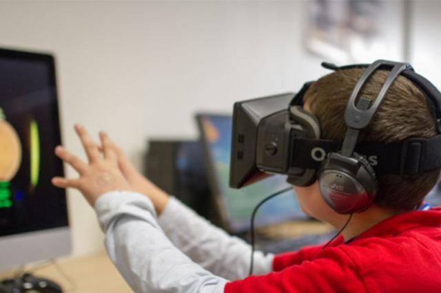 亢茹代表:推进虚拟现实教育开发应用