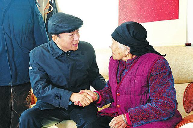 骆惠宁等省委领导赴基层走访慰问老党员和困难群众