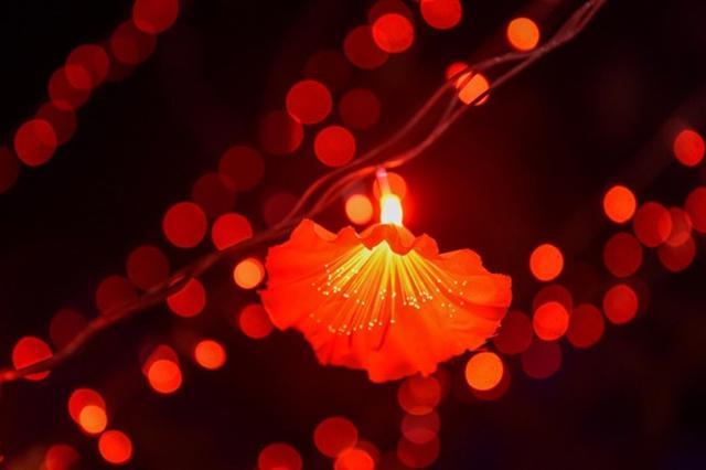 山西各地流光溢彩迎新春 彩灯扮靓城市夜