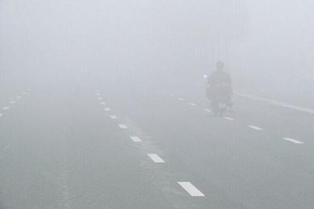 预警!山西多地将出现大雾 交警提醒安全出行
