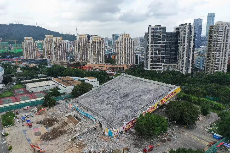 详细报道!深圳体育馆突然坍塌致4人被困 已救出2人