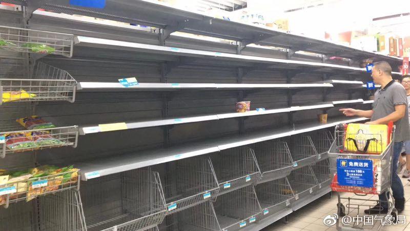 台风逼近 福建超市被抢购一空