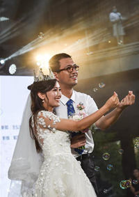 """战""""疫""""情侣 集体婚礼"""