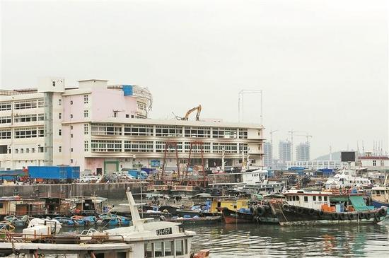 ▲渔人码头开始拆迁,存在了近百年的渔港谢幕。