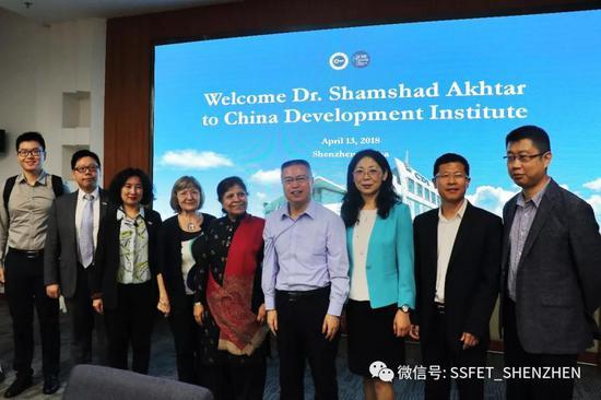 图为走访中国(深圳)综合开发研究院合影