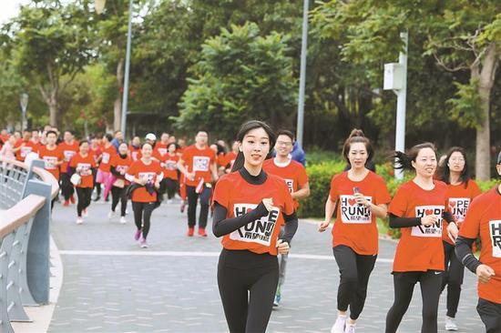 ▲昨日,北京希望马拉松(深圳行)在深圳湾公园运动广场开跑。