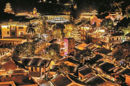 龙岗甘坑小镇夜景。