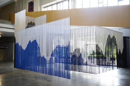 劳伦·瑞拉,《地平线》,720×640×450cm,环保塑料块,2018