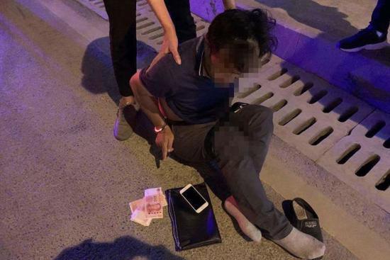 嫌疑人杨某伟被抓获现场。