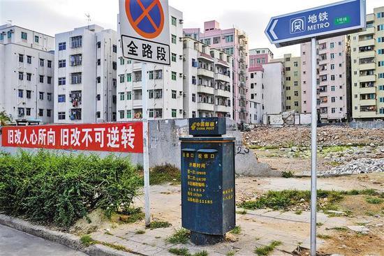 就要进行旧城改造的大冲村附近一个被废弃的邮筒。 (照片拍摄于10年前) 本栏摄影 深圳商报 记者 李博